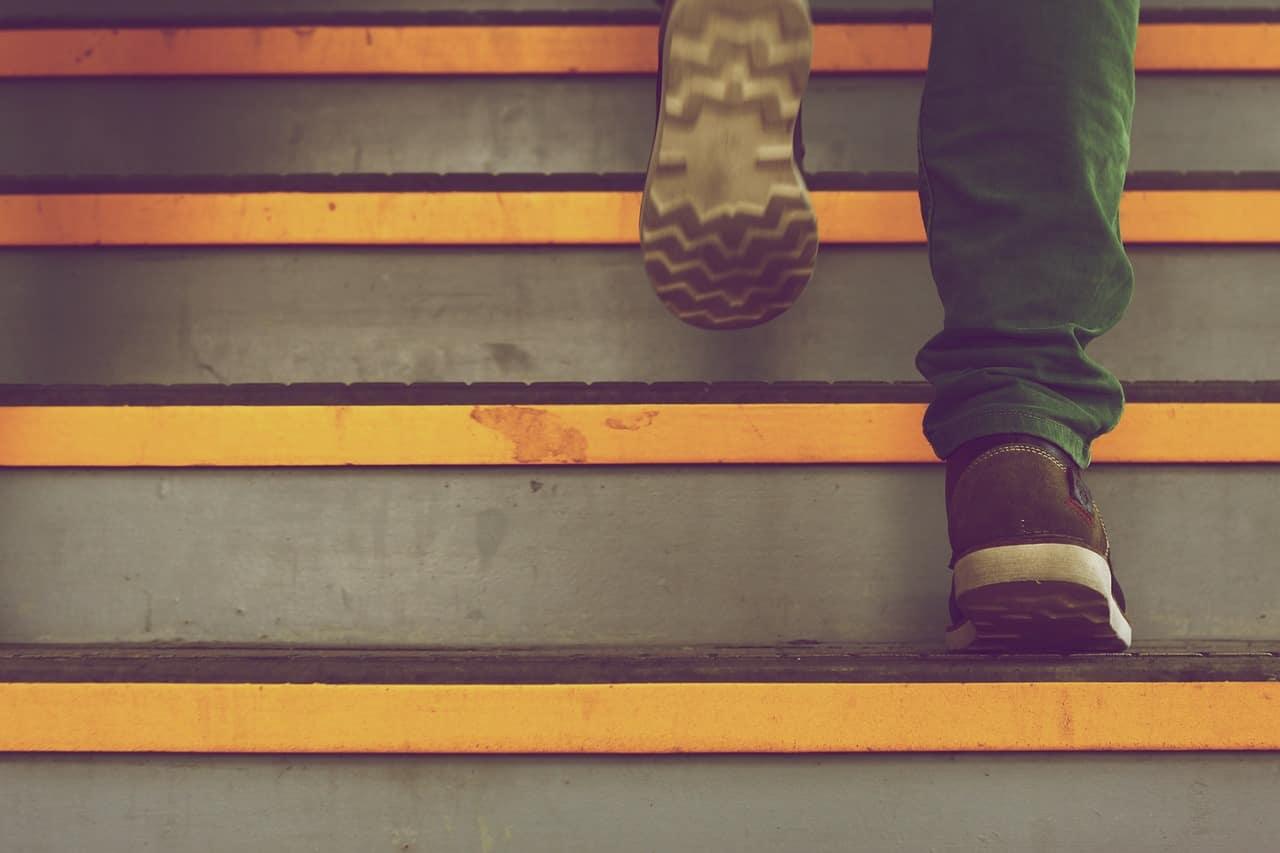 עולה במדרגות