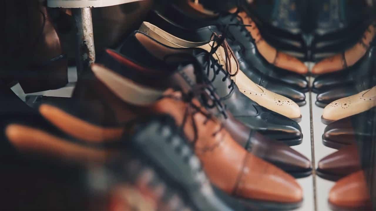 מגוון רחב של נעליים