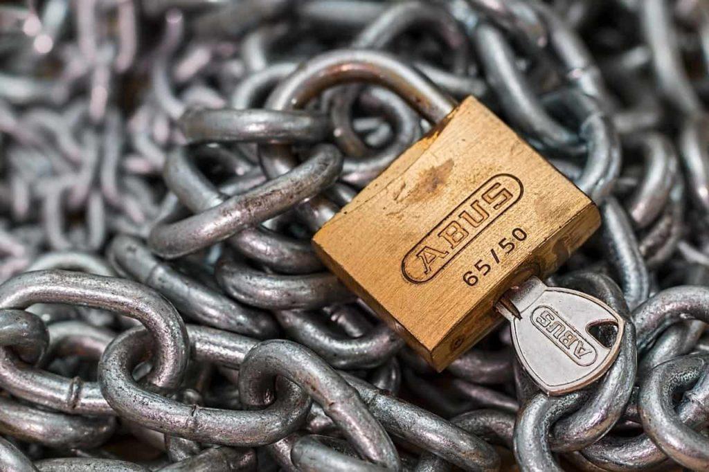 מנעול עם מפתח
