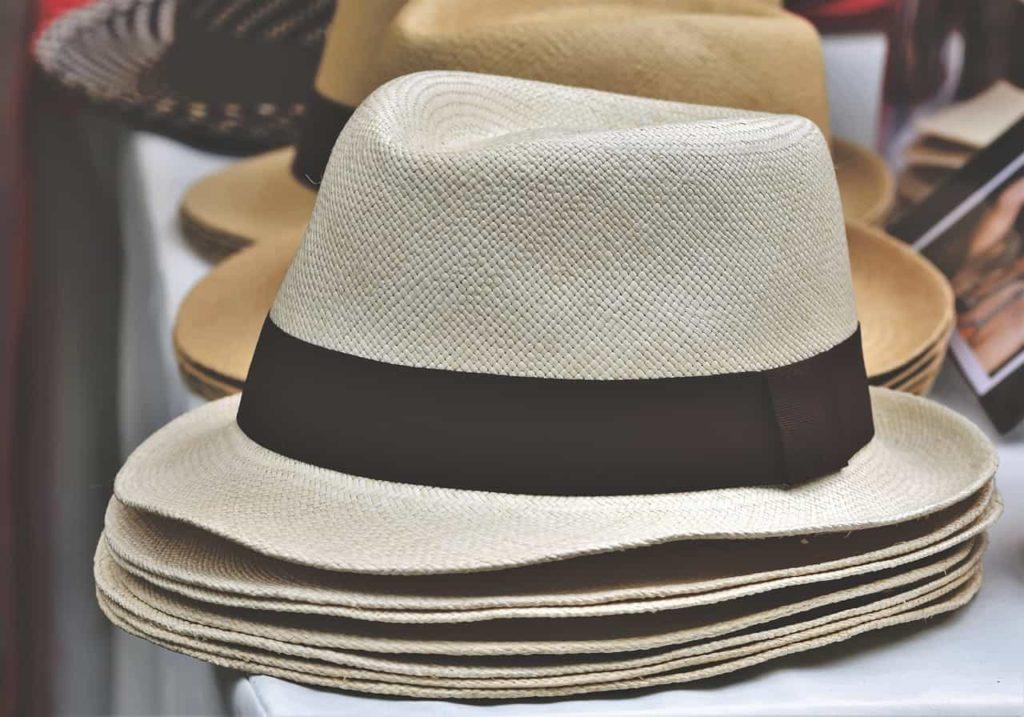 כובעים בצבעים שונים