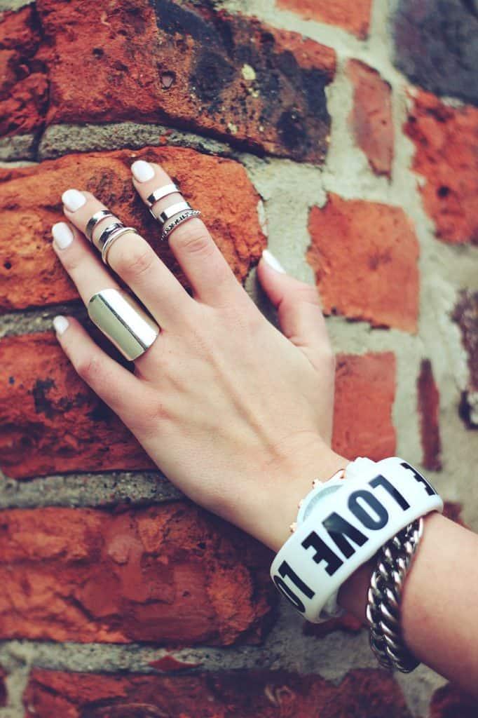 יד של אישה